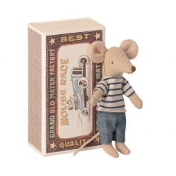 Plage Big brother mouse in matchbox