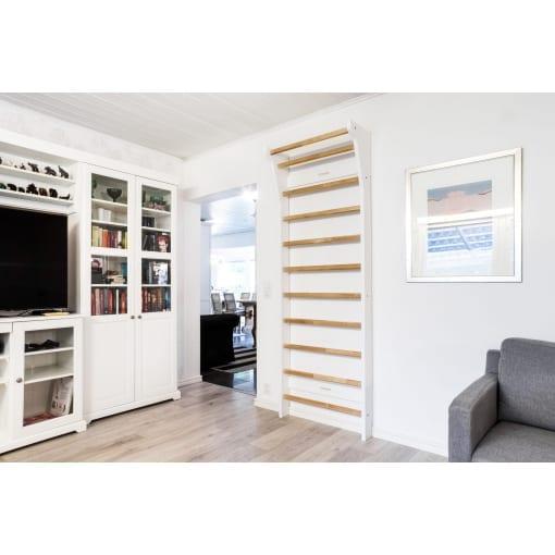 FitWood UPPLYFT birch white wallbars sprossenwand puolapuut livingroom scaled